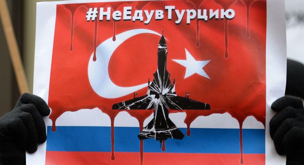 Derrubada de bombardeiro russo gerou protestos contra Ancara em frente à embaixada turca em Moscou
