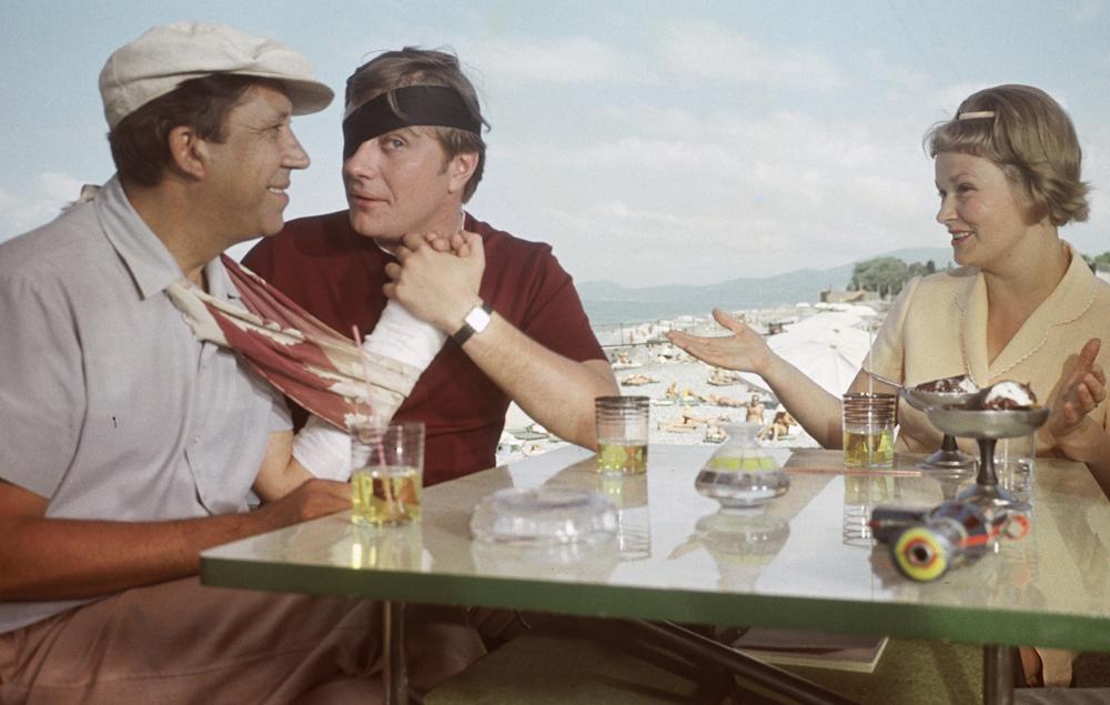 'Braço de diamante' (1968) é um dos maiores clássicos do humor soviético, cujas falas viraram expressões populares no país.