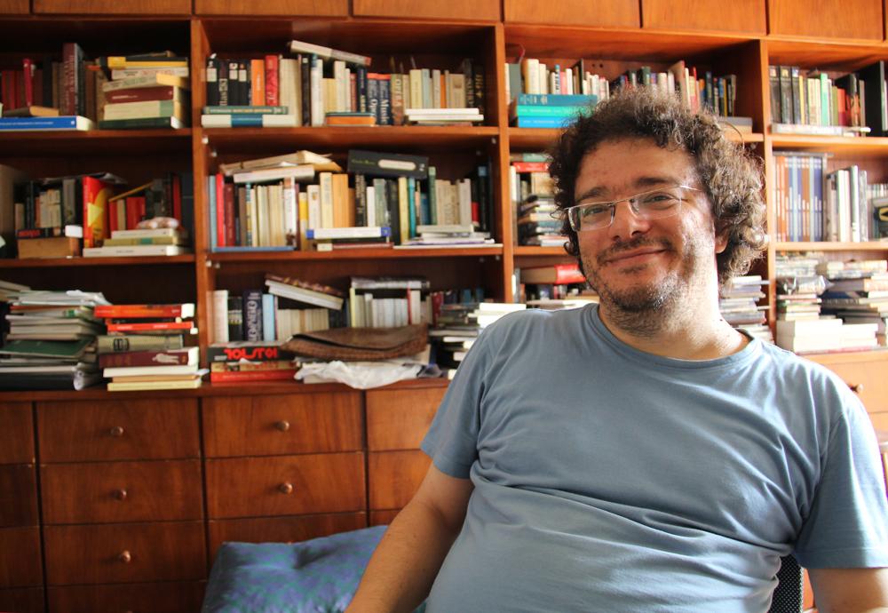 """Premiado por """"Vida e Destino"""", de Vassíli Grossman, Perpétuo se divide entre o jornalismo, a crítica musical e a literatura russa."""