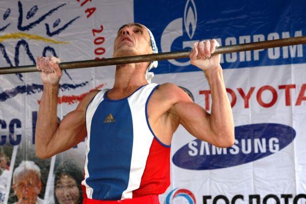Próximo desafio de Kaklimov será bater o recorde mundial de 24 horas na barra fixa