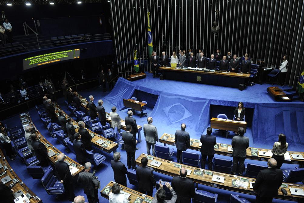 Processo de impeachment passou pelo Senado nesta madrugada, após aprovação de deputados