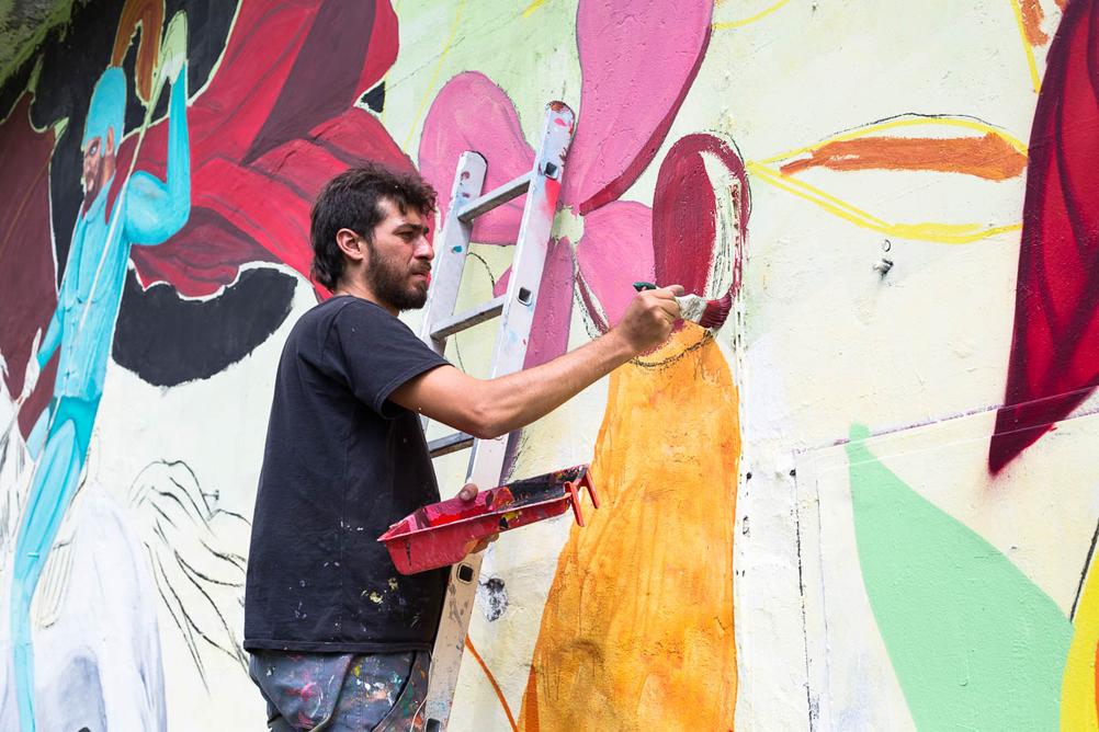 Mazza busca inspirações no dia a dia para compor seus murais