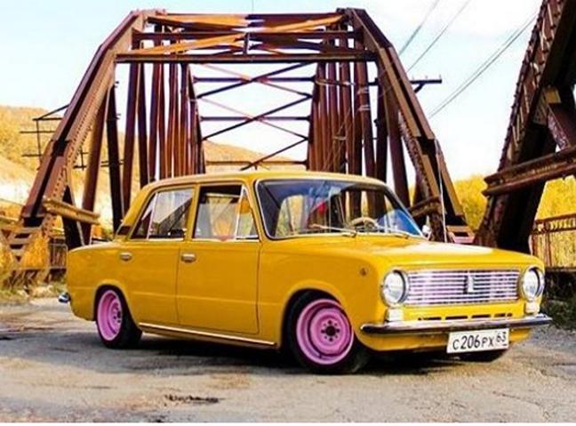 Fotos no Instagram revelam paixão de russos pelo Lada clássico width=