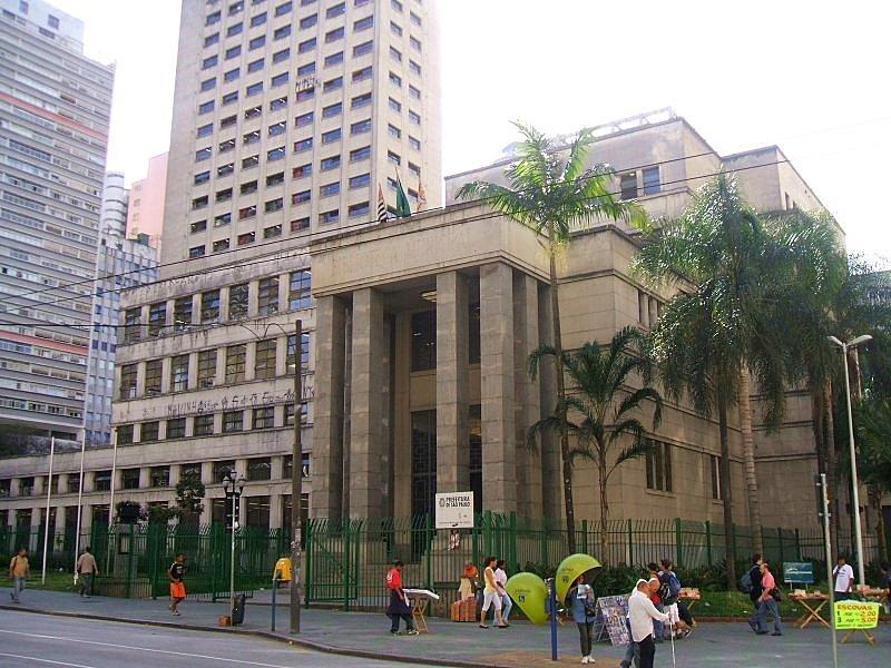 Fachada principal da Biblioteca Mário de Andrade, na Consolação