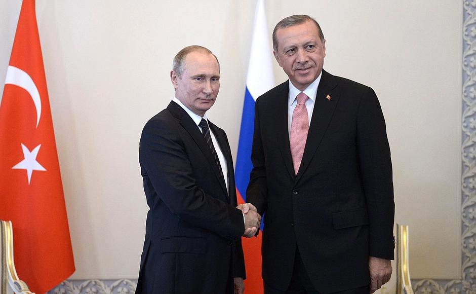 Presiden Rusia Vladimir Putin dan Presiden Turki Recep Tayyip Erdoğan.