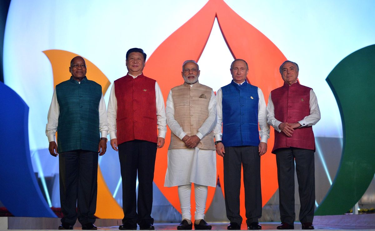 The first events of the BRICS summit - taking photographs together in the traditional Indian clothes and an informal dinner.