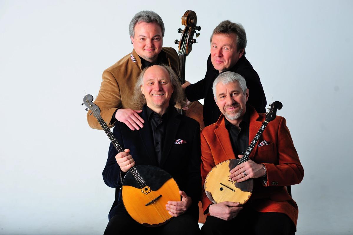 """Quarteto foi fundado em 1982 e usa instrumentos como a balalaica e o acordeão """"baian""""."""