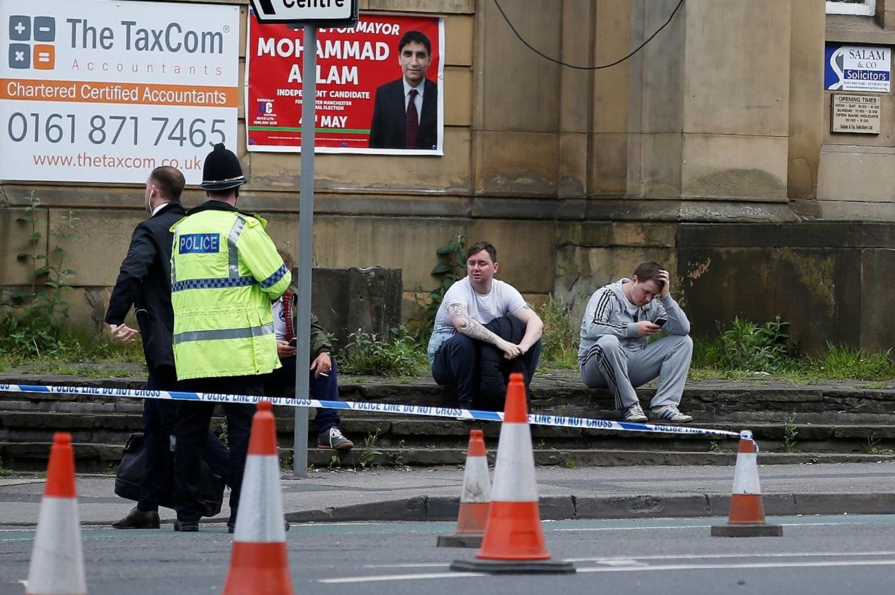 Cordão policial em torno da Arena Manchester nesta terça (23)