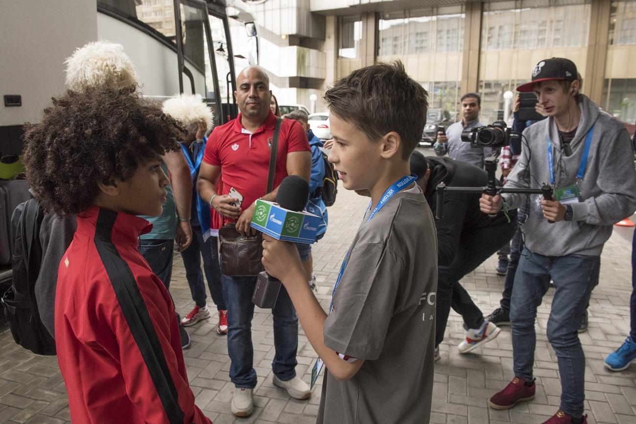 Crianças foram divididas em 8 equipes internacionais para o torneio de sábado