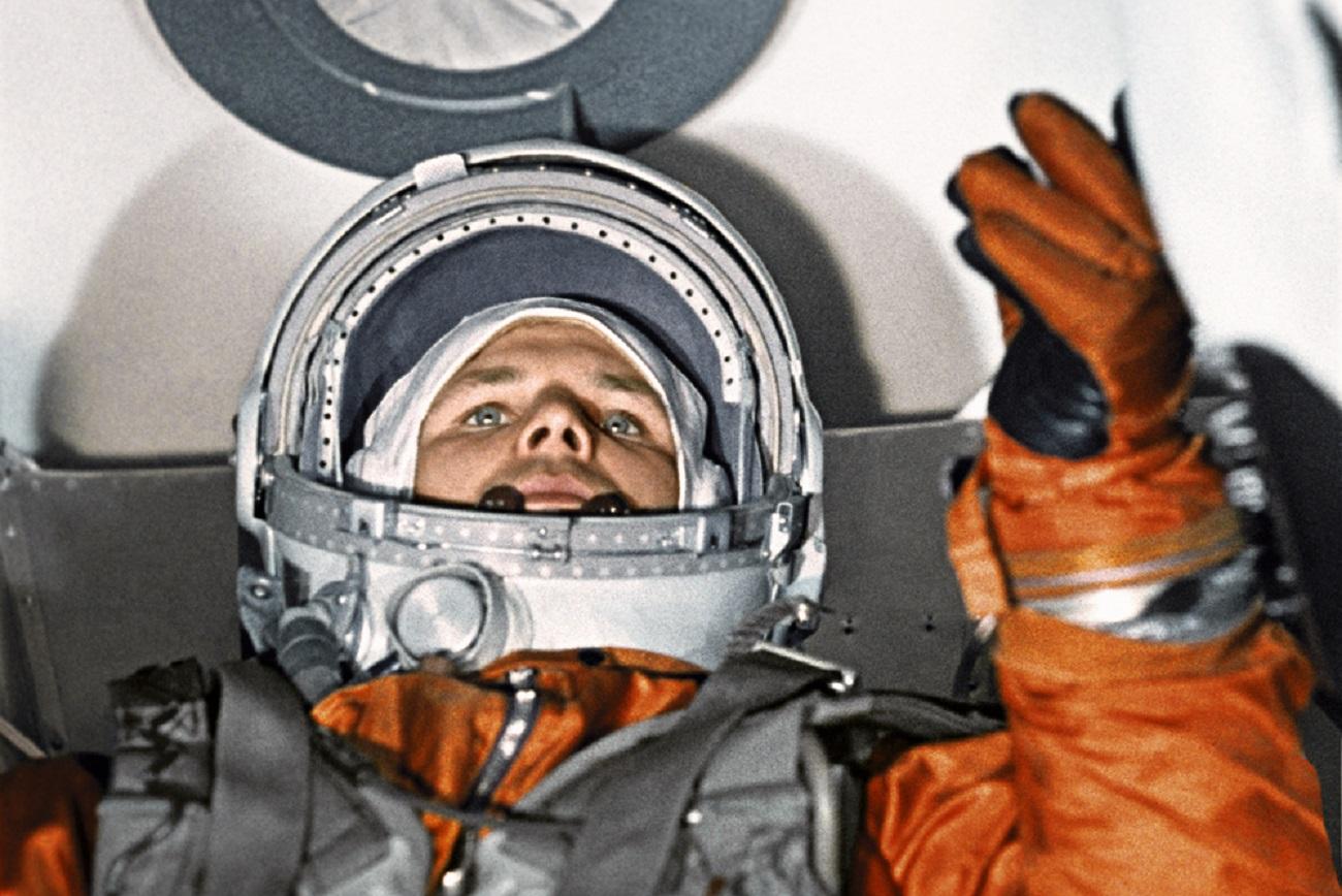Com apenas 27 anos, Gagárin tornou-se o primeiro ser humano a viajar ao espaço