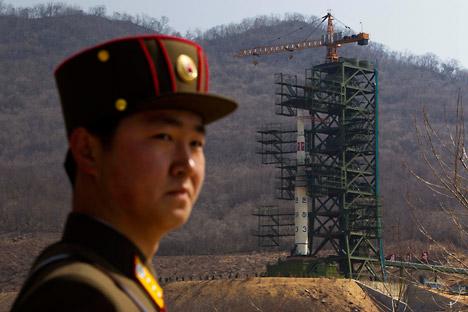 """Vorbereitungen zum Start des Satelliten """"Kwangmyŏngsŏng-3"""". Foto: AFP"""