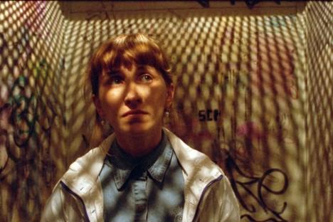 Rita (Olga Simonova) sieht in maschinellen Dingen die innere Ruhe. Foto: kinopoisk.ru