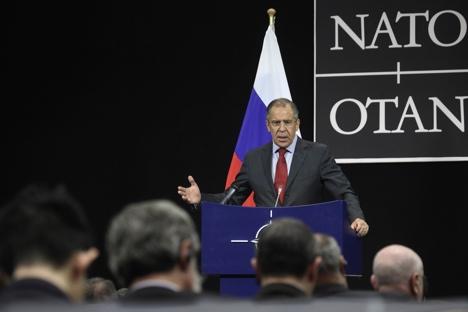 Russischer Außenminister Sergej Lawrow beim NATO-Russland-Gipfel. Foto: AP