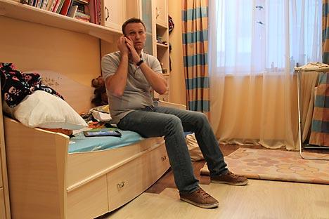 Blogger Nawalny während der Razzia. Foto: AP