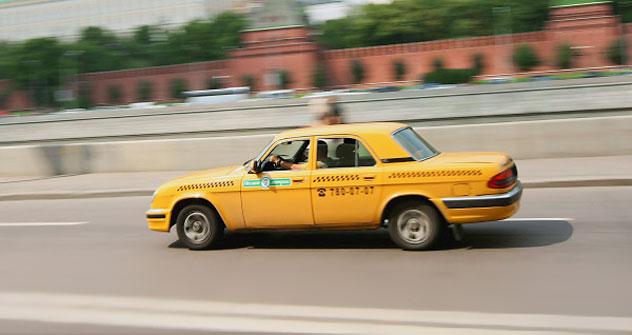 Per Handy-App ein Taxi bestellen - Taxipedia macht es möglich.  Foto: RIA Novosti