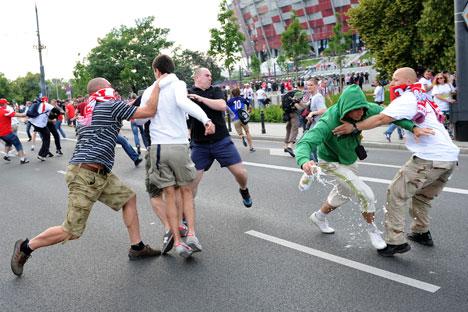 Schlägerei vor dem EM-Spiel zwischen Polen und Russland. Foto: ITAR-TASS