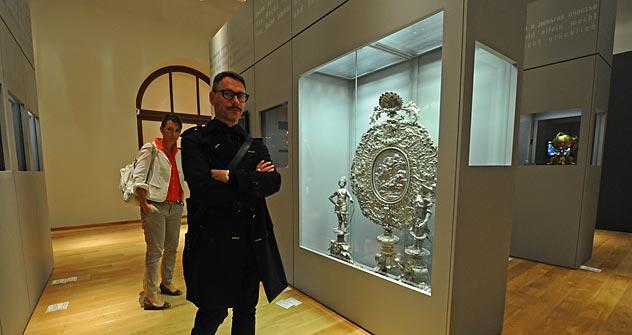 """Die ersten Besucher besichtigen die Ausstellung """"Russen und Deutsche – 1000 Jahre Geschichte, Kunst, Kultur"""".  Foto: ITAR-TASS"""