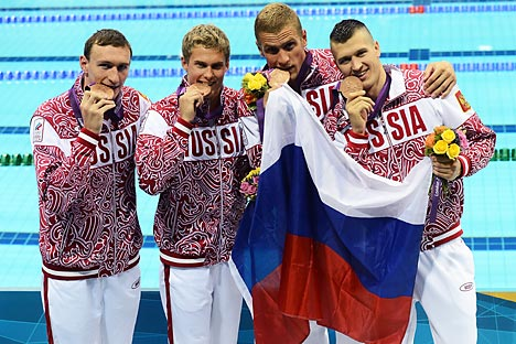 Andrej Gretschin, Nikita Lobinzew, Wladimir Morosow, Danila Isotow holten Bronze in Freistilstaffel. Foto: RIAN