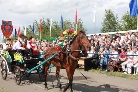 Wie daheim im Schwarzwald: Volksfest im russlanddeutschen Halbstadt im Altai. Foto: Diana Laarz