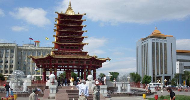 Elista, die Hauptstadt Kalmückiens, ist gleichzeitig die Hauptstadt der russischen Schachkultur. Foto: Lizzie Whitebread / Flickr