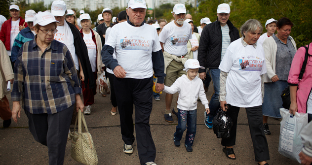 Spaziergang mit dem berühmten Kardiologen Leo Bokerija. Foto: Jelena Potschetowa
