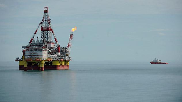 Erdölförderung im Kaspischen Meer. Foto: Michail Mordassow