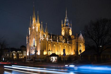 Die Kathedrale der unbefleckten Empfängnis bei Nacht. Foto: PhotoXPress.