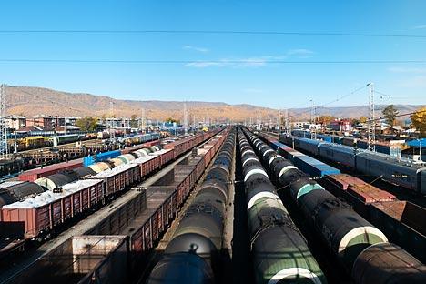 Güterbahnhof Sljudjanka: Die Station liegt auf halber Strecke nach China am Baikal-See. Foto: Lori/Legion Media