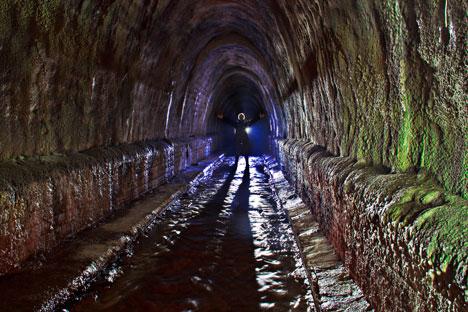 Feuchte Dunkelheit und schaurige Gewölbe: Die Digger-Szene liebt Moskau unter Tage, wo unerforschte Tunnel und viel Adrenalin lauern. Foto: Anna Arinowa/Sellyourphoto