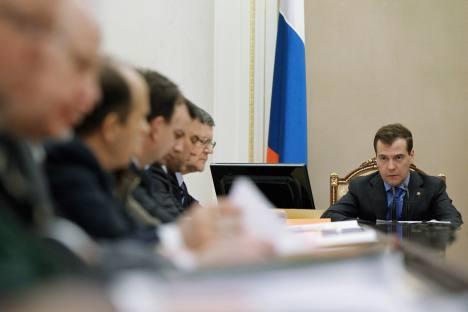 Mehr Verantwortung für Betriebsleistung und tiefgreifende Integration:  Ministerpräsident Dmitri Medwedjew schlägt Strukturelle Reformen in der Raumfahrtbranche vor. Foto:  Reuters.