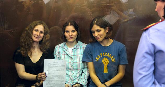 Pussy Riot: Nadeschda Tolokonnikowa, Jekaterina Samutsewitsch, Maria Aljochina.  Foto: AP