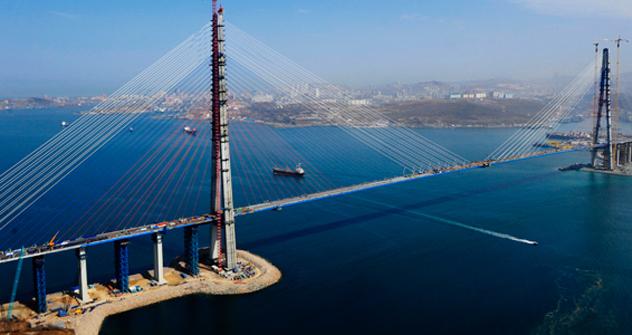 Вie Brücke über die Bucht Goldenes Horn in Wladiwostok. Foto: TASS