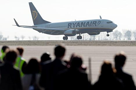 Die russische Regierung will ausländische Billigfluglinien helfen, damit diese am russischen Markt Fuß fassen können. Auf dem Bild: Das Flugzeug der Low-Cost Fluggesellschaft Ryanair. Foto: AP.