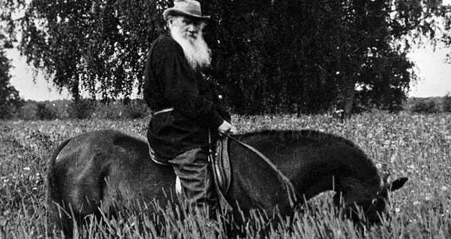 Hoch zu Ross: Graf Leo Tolstoi auf seinem Landgut Jasnaja Poljana. Foto: RIA Novosti.
