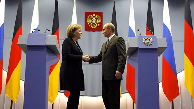 Bundeskanzlerin Angela Merkel trifft sich am 16. November mit russischem Präsidenten Wladimir Putin in Moskau. Foto: AP.