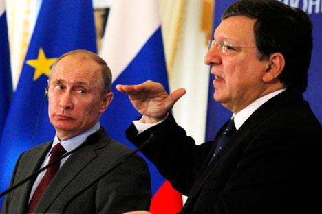 Russlands Präsident Wladimir Putin und der Präsident der Europäische Kommision José Manuel Barroso während des Russland-EU Gipfeltreffens in St.Petersburg. Foto:AP.