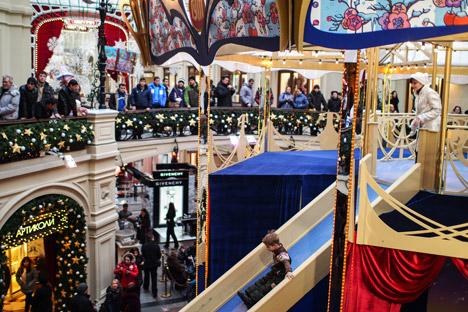 Das feierlich dekorierte Einkaufszentrum GUM in Moskau. Foto: RIA Novosti.