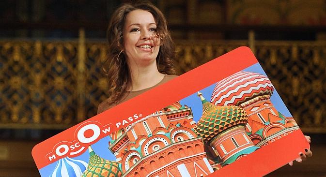 """Das  """"Moscow Pass"""" ist eine Kombikate, die den Reisenden die Nutzung verschiedener touristischer Angebote in Moskau zu ermäßigten Preisen ermöglicht. Foto: ITAR-TASS."""