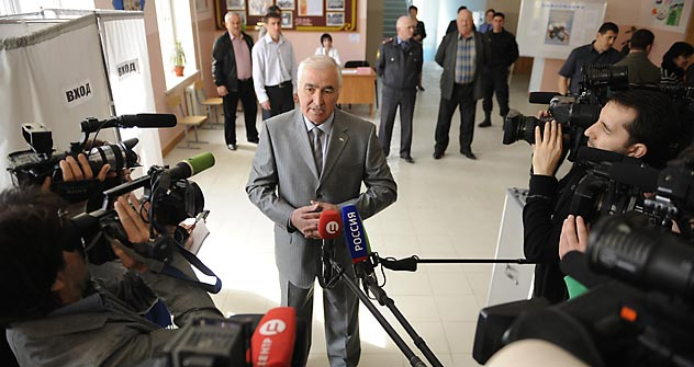 Der neue Präsident Südossetiens Leonid Tibilow gibt ein Interview im Pressebüro der Zentralen Wahlkommission. Foto: AFP / East News