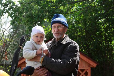 """""""Opa Slawa"""": Die Beschäftigung mit Kindern  macht mir Spaß. Foto: Avito.ru"""