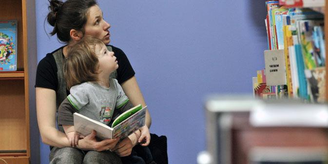 """Im Buchverlag """"Rosowy shiraf"""" reden die jungen Leser bei der Auswahl der Titel mit. Foto: RIA Novosti"""