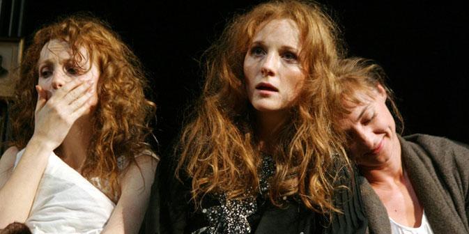 "Spielszene aus dem Theaterstück ""Drei Schwestern"". Foto: Jekaterina Zwetkowa."
