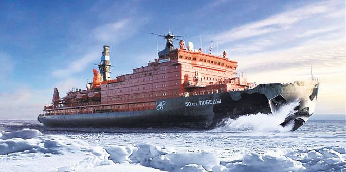 """Der Eisbrecher """"50 Jahre des Sieges"""" fährt durch den Arktischen Ozean Foto: Pressebild"""