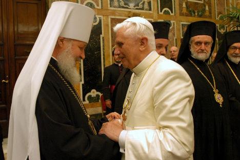 Der zukunftige Patriarch Kyrill I. und Papst Benedikt XVI., 2006. Foto: Getty Images/Fotobank