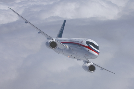 Für die Entwicklung des russischen Passagierflugzeugs Sukhoi Superjet-100 werden 1,5 Milliarden Euro investiert. Foto: Pressebild