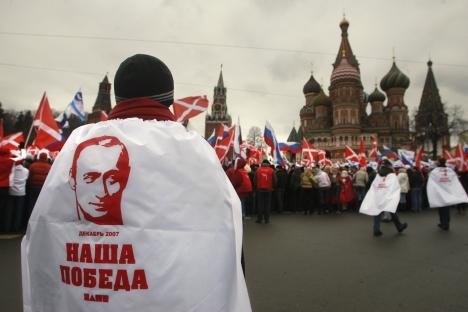 """Die servilen Jungaktivistenaus der Bewegung """"Naschi"""" sind auch bei denjenigen Russen höchst unbeliebt, die nicht zur Opposition zählen. Foto: AP"""
