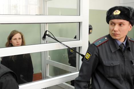 Pussy Riot Musikerin Marija Aljochina vor dem Gericht. Foto: RIA Novosti