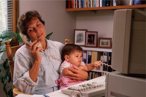 Die russische  Frauen nehmen üblicherweise alle Pflichten des Familienlebens auf sich. Foto: ITAR-TASS