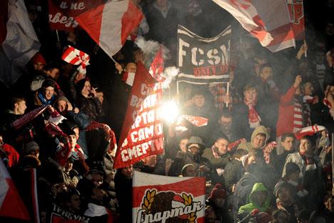 Nach dem Zusammenbruch der Sowjetunion wurden die Begegnungen zwischen Spartak und ZSKA zum bedeutendsten Aufeinandertreffen im russischen Fußball. Foto: ITAR-TASS