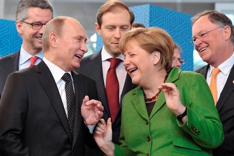 Wladimir Putin und Angela Merkel nach der FEMEN-Attacke. Foto: AP